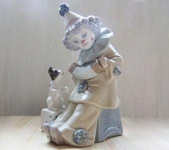 ピエロの陶器人形